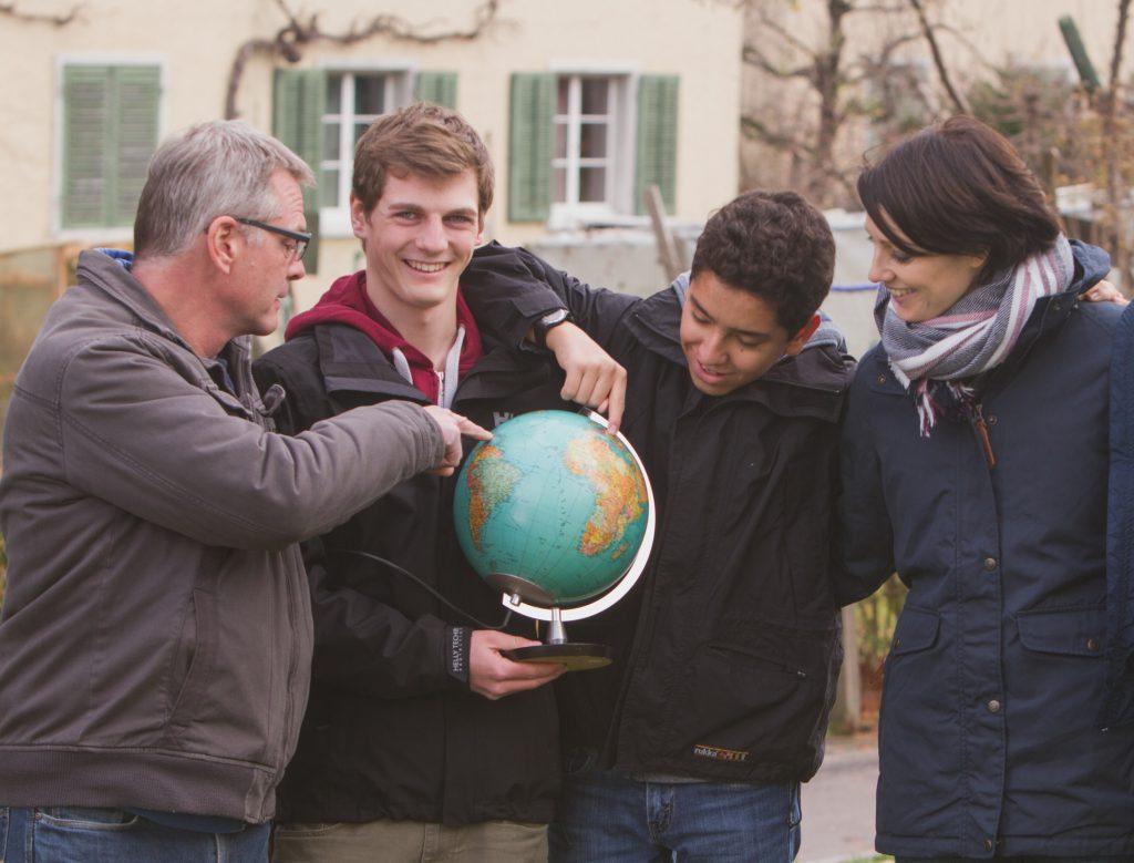 famille d'accueil YFU avec étudiant.jpg